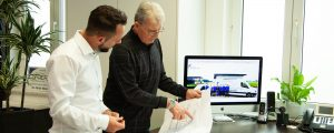 Bauer Elektrotechnik_Leistungen_2000x800_Franz Bauer im Kundengespräch
