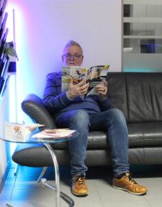 Wartebereich und Couch 1 - Bauer Elektrotechnik - Ihr Elektro-Spezialist im Fünfseenland, Gilching, Germering, Starnberg, Fürstenfeldbruck