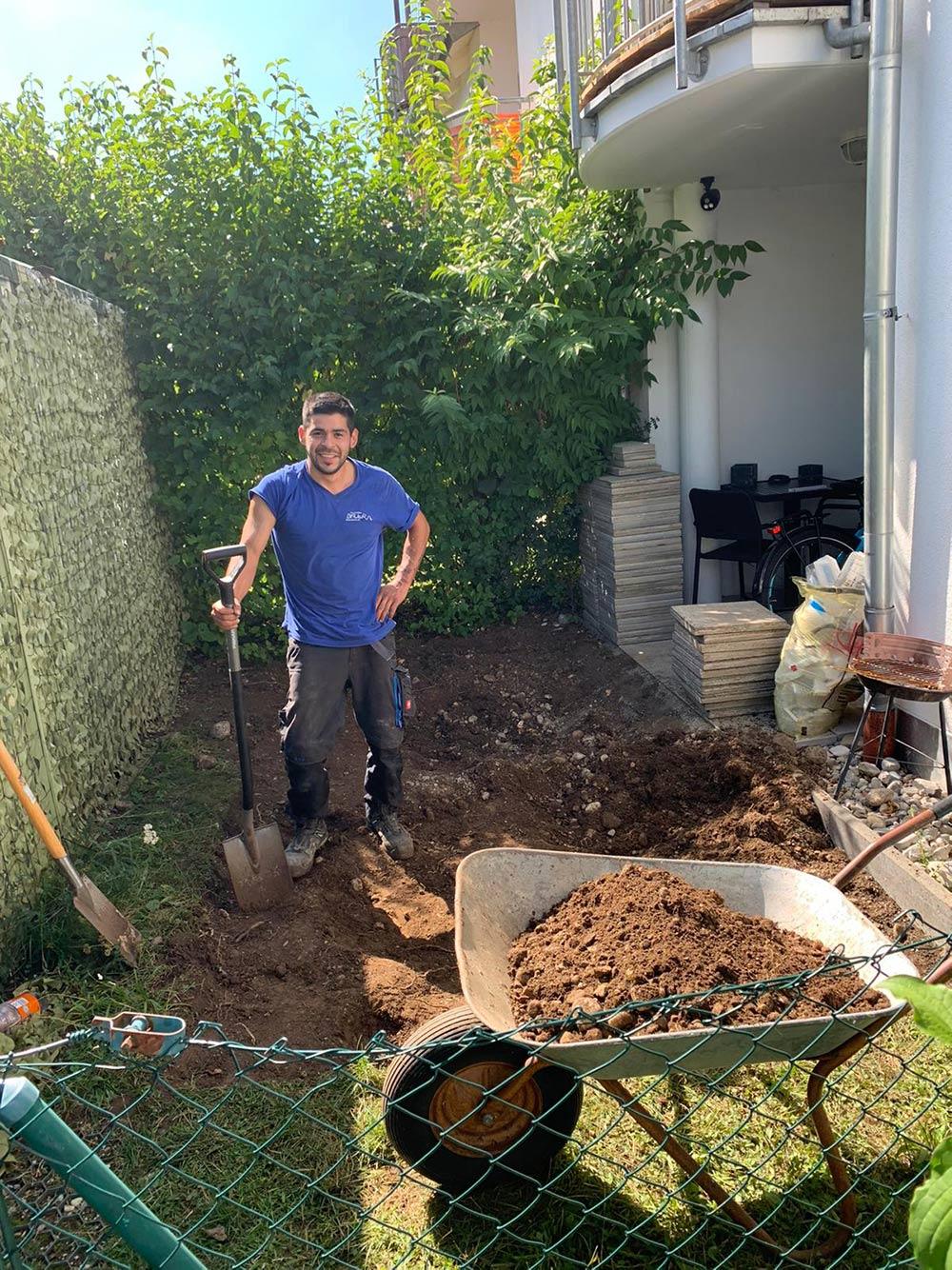 Die Erde wird abgetragen - Neugestaltung des Außenbereichs - Elektrotechnik Bauer - Ihr Partner für Elektrotechnik im Fünfseenland